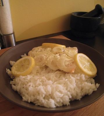 C'est prêt ! A table, une papillote de saumon et du riz !