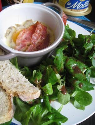 Oeuf cocotte champignon bacon pour le brunch