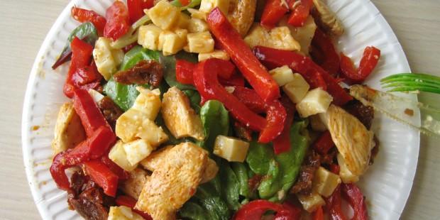 Salade à emporter : poivrons, poulet et brebis